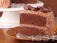 Шоколадова торта със сметана и какао